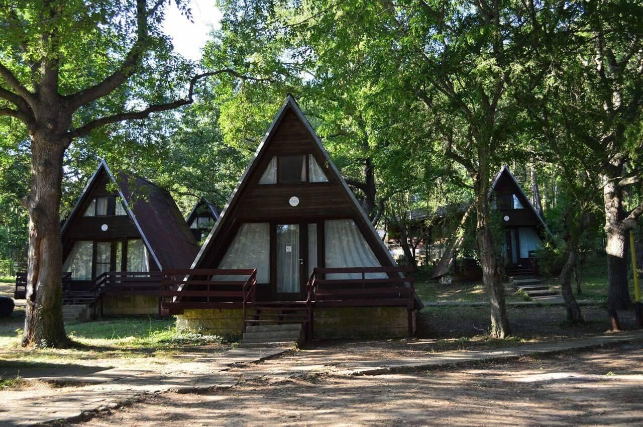 няколко къщи за гости